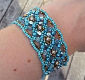 Armband Maroon Turquoise om hand