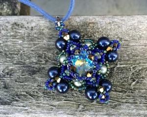 Hanger Filled Square Blue & Green