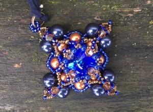 Hanger Filled Square Blue & Copper
