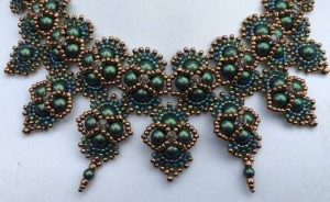 ketting-hindia-scarab-green-close-up